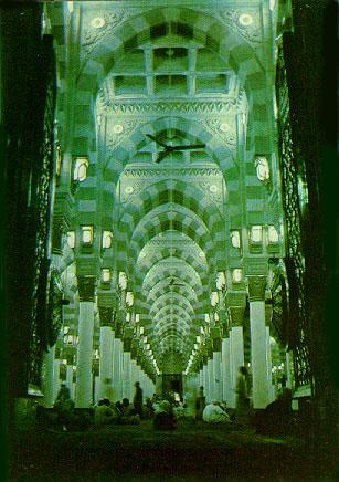 Bahagian dalam Masjid Nabawi