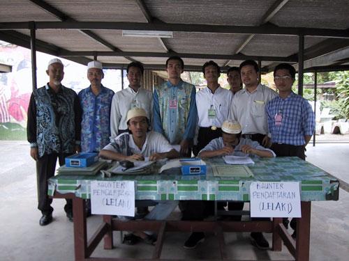 With Committe Member of The Kem Kecemerlangan Syaksiah Islam (KSI 2001) organised by Mahasiswa Kelantan, Universiti Malaya