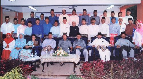 Together with Dato' Seri Dr. Mahathir Mohammad and Committe Members of UMNO Bahagian Rantau Panjang, Kelantan